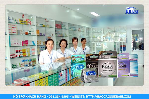 Bao cao su được bán phổ biến ở các hiệu thuốc tân dược.