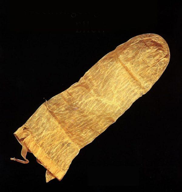 Chiếc bao cao su lâu đời nhất thế giới được làm từ ruột lơn.