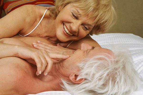 """Bí quyết giữ """"lửa yêu"""" cho cặp đôi lớn tuổi"""