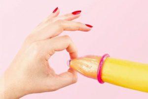 Làm thế nào để bao cao su không bị tuột khi quan hệ?