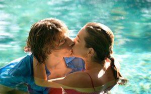 """""""Yêu"""" dưới nước: Nên hay không?"""