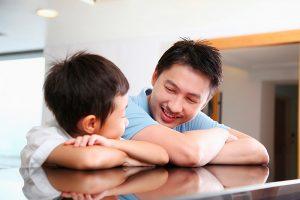 Dạy trẻ cách dùng bao cao su: Độ tuổi nào là thích hợp nhất?