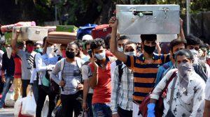 """Ấn Độ: Lo """"vỡ kế hoạch"""", chính quyền phát miễn phí bao cao su cho người hoàn thành cách ly"""