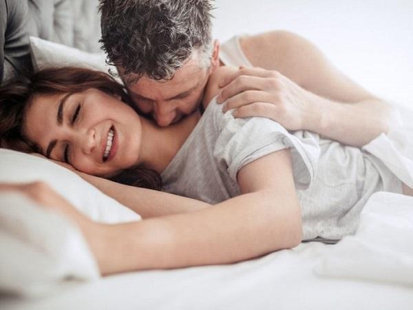 """Thời gian """"yêu"""" của các cặp đôi tiết lộ điều gì? Làm thế nào để kéo dài cuộc """"yêu""""?"""